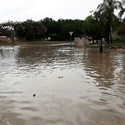 Misión de las Flores, Las Palmas y la Avenida Lilis se anegan con las lluvias que cayeron en Playa del Carmen; auguran más tormentas