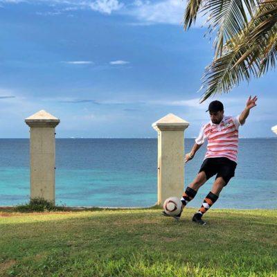 Piero Menor, con precisión en el swing de sus piernas, gana el Footgolf de Cancún en Pok Ta Pok