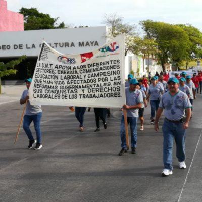 DÍA DEL TRABAJO DIVIDIDO: Mientras unos marchan por las calles, otros desayunan con el Gobernador