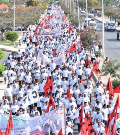 Cinco mil cetemistas de grandes hoteles marchan en Cancún para rechazar que sus propinas paguen impuestos