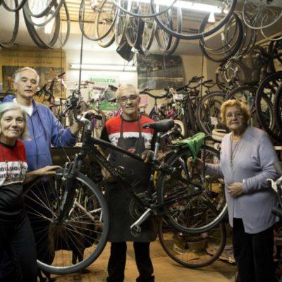 Todas las crisis argentinas pasan por la tienda de bicicletas de los Busato