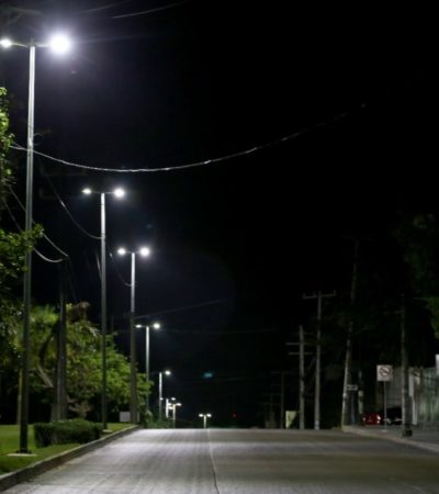 Supervisa alcalde la colocación de nuevas luminarias en proyecto 'Kóokay' en Cancún