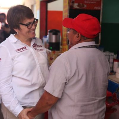 Vendedores se quejan con Laura Beristaín del abandono del mercado de la Colosio