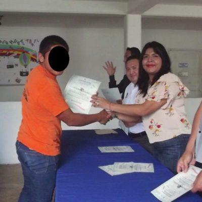 Seguridad Pública enseña a jóvenes lenguaje de señas