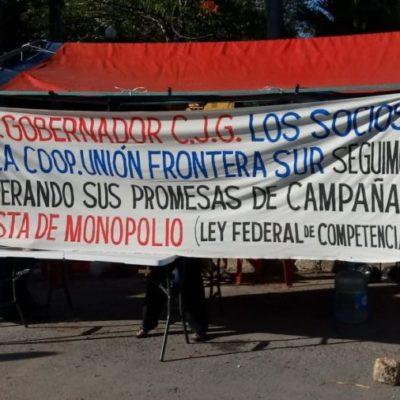 PROTESTAN TAXISTAS EN CHETUMAL: Integrantes de la Sociedad Cooperativa Unión Frontera Sur exigen al Gobernador el mismo trato y las concesiones que sí recibe el Suchaa en la capital de QR