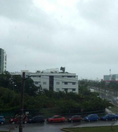 'Paralizan' lluvias a Cancún