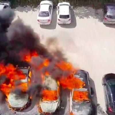 INCENDIO DE VEHÍCULOS DE LA EMPRESA 'PRICE TRAVEL': Siniestro por causas no confirmadas consume tres unidades en estacionamiento de la Avenida Nizuc de Cancún