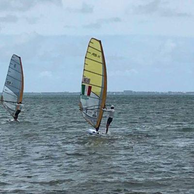 Selecciones de tabla vela entrenan en Cancún; deportistas se preparan para el Campeonato Norteamericano de Windsurfing