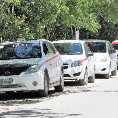 Dificultan circulación, hileras de taxis en vías de Tulum