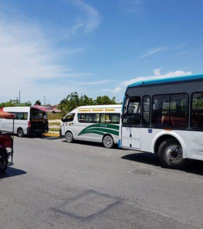 Conductores de combis bloquean a camiones en la avenida Kabah