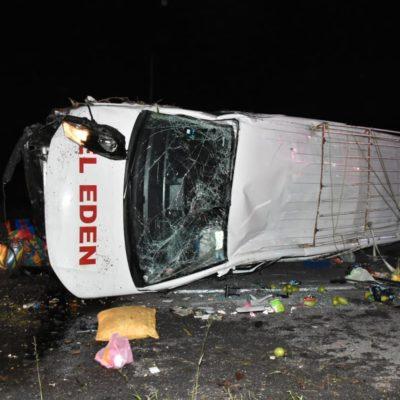 APARATOSO ACCIDENTE EN LA ZONA MAYA: Volcadura de camioneta deja seis heridos durante la madrugada