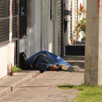 ATAQUE A BALAZOS EN BAHÍA PETEMPICH: Ejecutan a dos empleados de gasolinera sobre la carretera en el municipio de Puerto Morelos