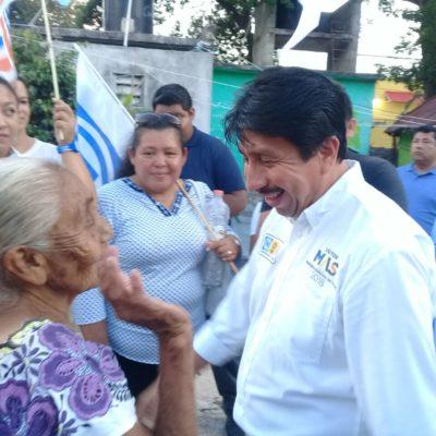 Ciudadanos piden a Víctor Más reducción de impuestos en un recorrido por la colonia Cancha Maya de Tulum