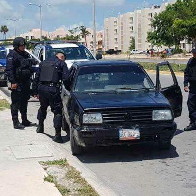 Capturan a presunto sicario con subametralladora, en el fraccionamiento Nikté; su acompañante se dio a la fuga