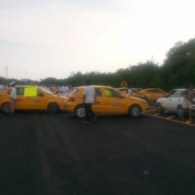 Taxistas bloquean entronque carretero a Mahahual en el tramo Limones-Pedro A. Santos