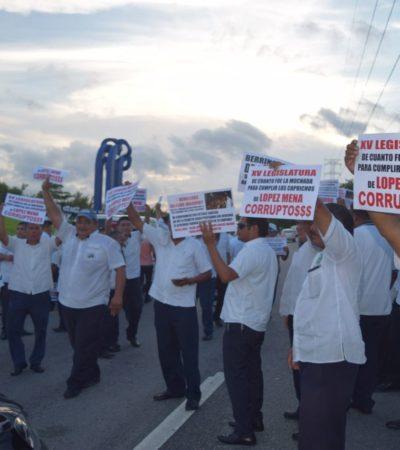 Bloqueo de taxistas retrasa vuelos en aeropuerto de Cancún