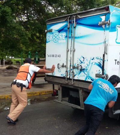 Habilitan servicio de grúas gratuito en apoyo a los automovilistas afectados por lluvias e inundaciones de calles en Cancún