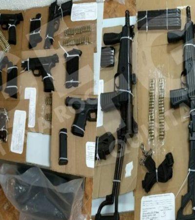 ASEGURAN ARSENAL EN CANCÚN: Detienen a dos supuestos empleados de seguridad de Coppel con un cargamento de armas largas y cortas que no pudieron justificar