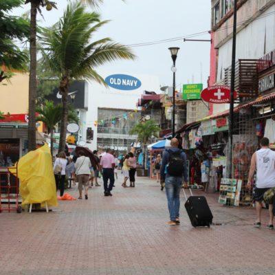 En Playa del Carmen, empresarios del sector comercial, turístico y de navegación, extremaron precauciones por tormenta subtropical 'Alberto'