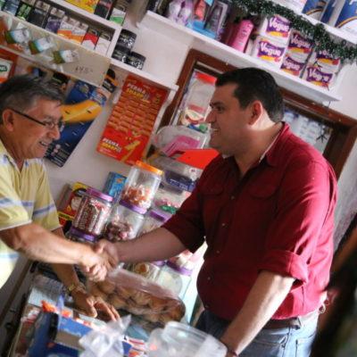 Propone Edgar Gasca en Isla Mujeres reducir las compensaciones a los altos funcionarios municipales y otorgar este recurso a colaboradores del área operativa de Servicios Públicos