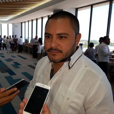Issac Janix, candidato independiente por Cancún, ratifica renuncia al dinero público