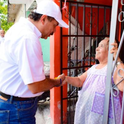 Se compromete Julián Ricalde a garantizar educación para todos los quintanarroenses