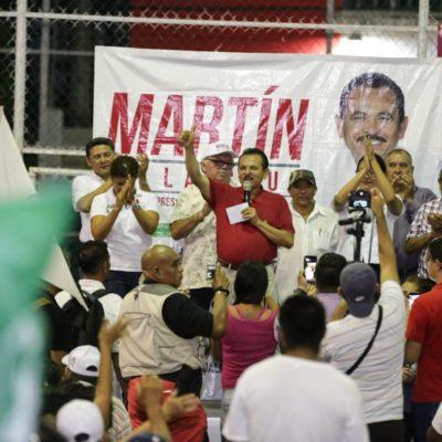 Martín de la Cruz se compromete a formar un comité que regularice la Colosio