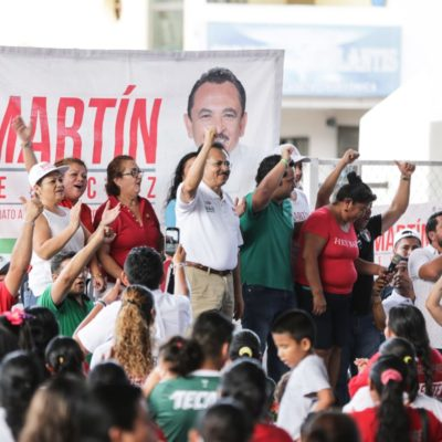 Recibe Martín de la Cruz apoyo masivo de habitantes de Villas del Sol; confía en el triunfo