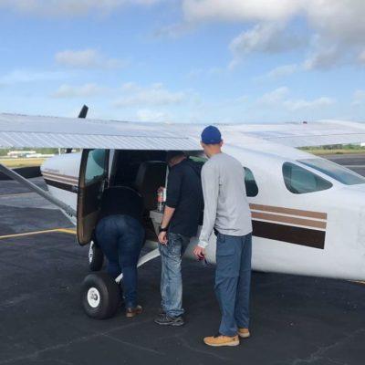 Detienen a dos extranjeros a bordo de aeroplano sin matrículas, en el Aeropuerto Internacional de Chetumal