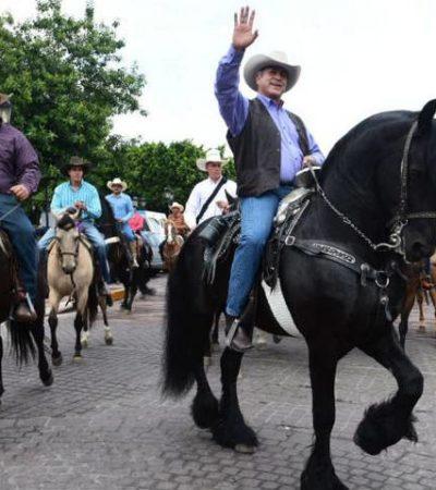 Suma 'El Bronco' seguidores 'a caballo' y en 'face'