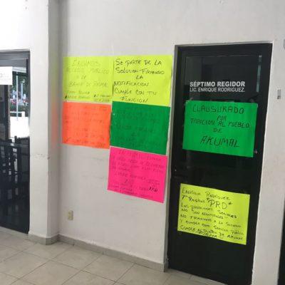 Mientras denunciaba desvíos, le clausuran oficinas a regidor en Tulum