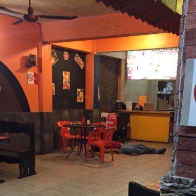 EJECUTADO EN CHETUMAL: Matan de cuatro balazos a un hombre en restaurante de hamburguesas sobre la Avenida Héroes de la capital de QR