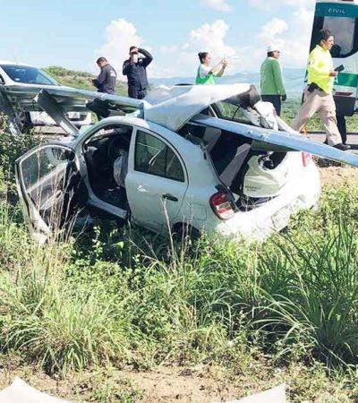 'Ensarta' su auto en muro de contención por conducir a exceso de velocidad; sale ileso