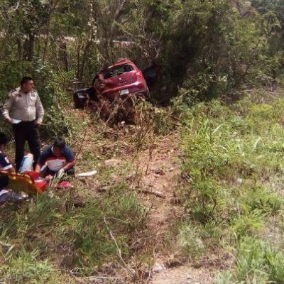 Conduce extranjero por el carril equivocado y provoca accidente en la autopista Cancún-Mérida
