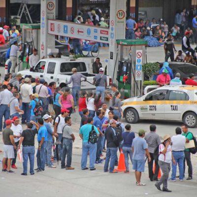 Toman maestros gasolineras y regalan combustible como protesta por reforma educativa en Chiapas