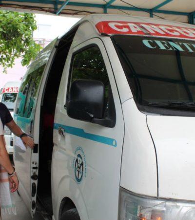 Se manifiestan operadores de las vans foráneas por exceso de rutas y altas cuotas a concesionarios, en Playa del Carmen