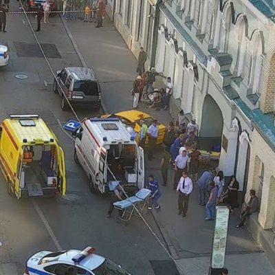 Atropella taxi a multitud en Moscú; 3 mexicanos con lesiones leves