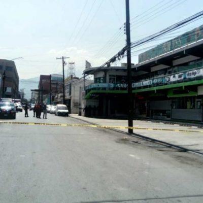 Falsa alarma de bomba provoca evacuación de plaza comercial en Nuevo León