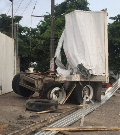 Arrolla el tren remolques de tráiler en la vía Veracruz-Xalapa