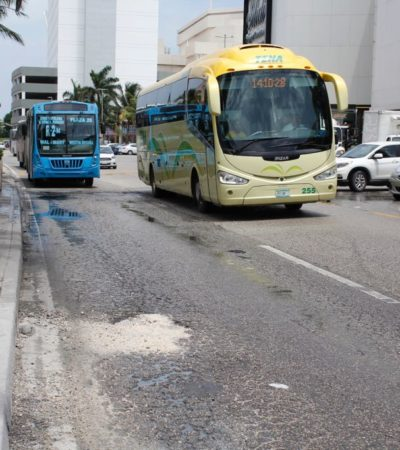 DESNUDAN LLUVIAS DEBILIDADES DE LA ZONA HOTELERA: Tras varios días de aguaceros, aparecen baches en el turístico boulevard Kukulkán y en la zona urbana de Cancún
