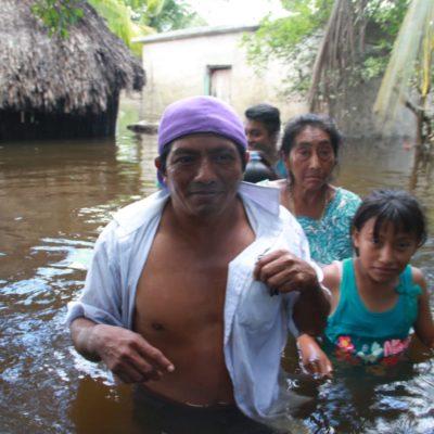 ESPECIAL | YA ERAN POBRES Y LES CAYÓ LA LLUVIA… TRISTEZA, IMPOTENCIA Y DOLOR EN CHUMPÓN: Inundaciones provocadas por onda tropical aún no ceden del todo en el corazón de la Zona Maya de FCP; mantienen militares Plan DN-III-E