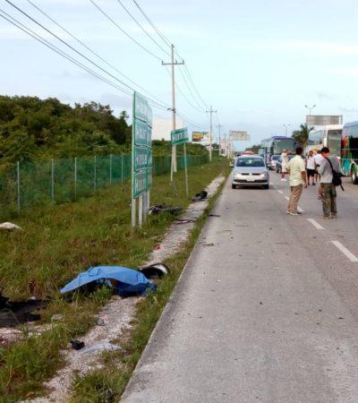 TRAGEDIA EN LA CARRETERA CANCÚN-PLAYA: Por intentar rebasar por el acotamiento, conductor de camioneta arrolla y mata a un motociclista