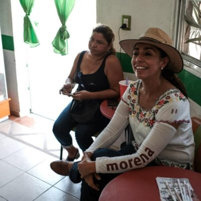 Visita Marybel Villegas la colonia 28 de Julio de Playa del Carmen