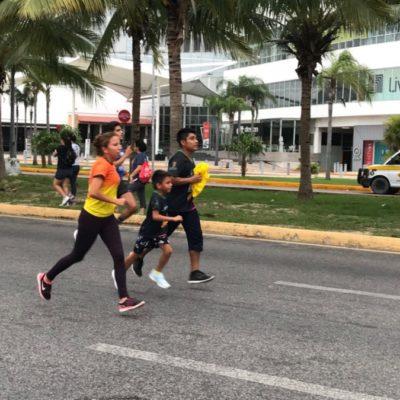 En la Carrera del Día del Padre en Cancún, triunfa Roger Alfonso Ramírez junto con su hija Frída Andey Poot