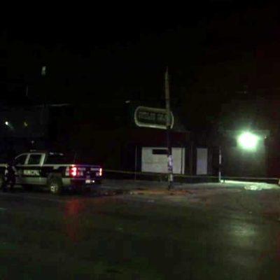 EJECUTAN A UN JOVEN AFUERA DE UN BAR: Con las manos amarradas, lo bajaron de un auto y le dispararon en la cabeza en la SM 69 de Cancún