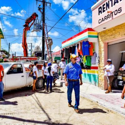 Julián Ricalde se compromete con Holbox para gestionar recursos de electricidad y agua potable