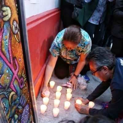 Montan simpatizantes de AMLO altar para que lo proteja; rezan oración con un 'perdona nuestras deudas…'