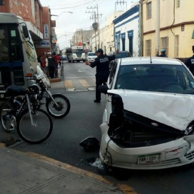 'Protagonizan' semáforos dos accidentes en calles de Mérida