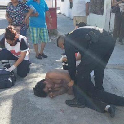LE COBRAN DEUDA A BATAZOS: Agredido convulsiona y empleados de un bar lo arrastran a la calle