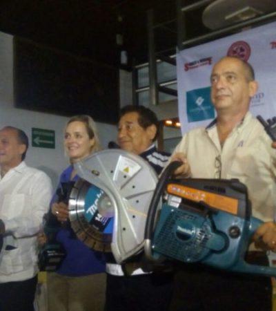 La Brigrada de Rescate Internacional de Cancún, recibe herramientas nuevas, luego de que les robaran su equipo meses atrás